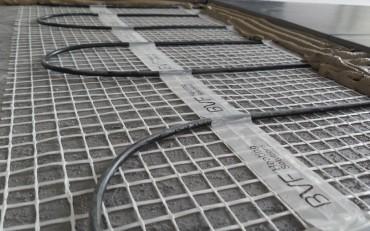 A BVF H-MAT fűtőszőnyeg beépítés közben.